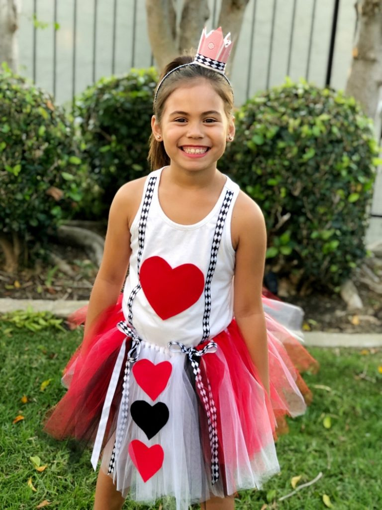 Queen of Hearts Halloween Costume DIY