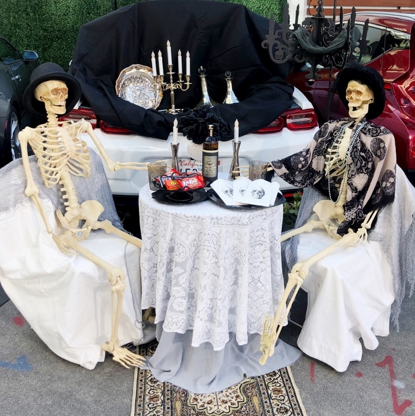 Easy Trunk or Treat Ideas for Cars - Spooky