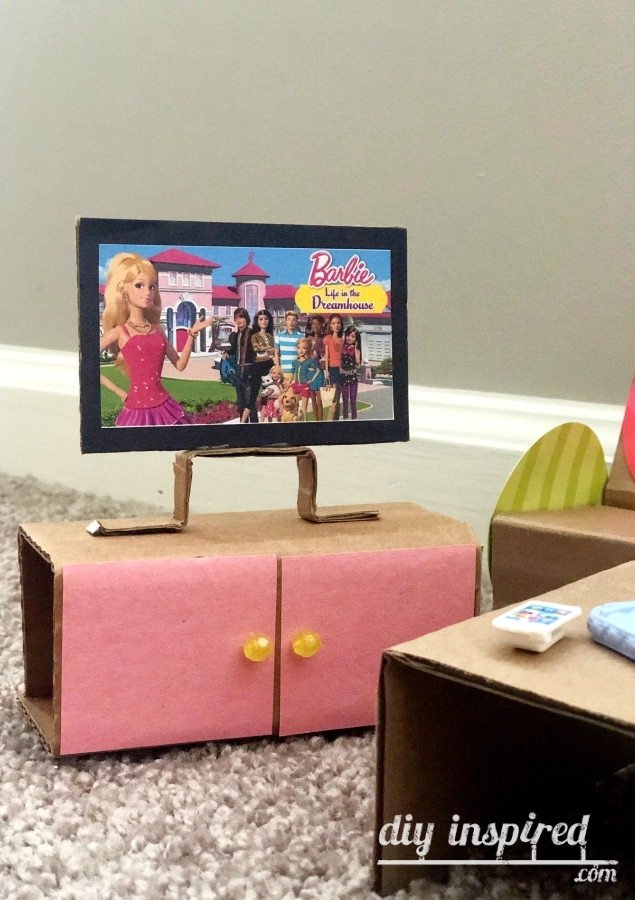 DIY Barbie TV Cardboard
