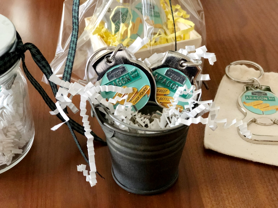 Gift Wrapping Idea for Neighbor Gifts